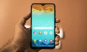 """Top smartphone pin """"trâu"""" giá dưới 5 triệu đồng"""
