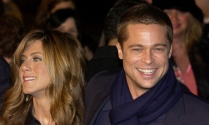 Brad Pitt lên tiếng về tin tái hợp Jennifer Aniston sau khi khiến Angelina Jolie chạnh lòng vì món quà 'khủng'
