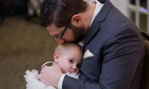 Bất cứ ông bố nào đang nuôi con gái cũng cần nên biết 10 nguyên tắc vàng này