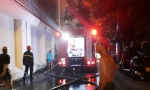 Cháy nhà ở trung tâm TP.HCM, người dân ôm tài sản tháo chạy
