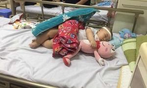 Chủ quan với mụn ở đầu con, mẹ Hà Nội hối hận không kịp lúc bác sĩ nói bệnh tình