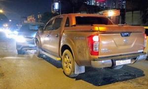 Xe bán tải đâm bẹp đầu ô tô 7 chỗ, tài xế khăng khăng 'không say'