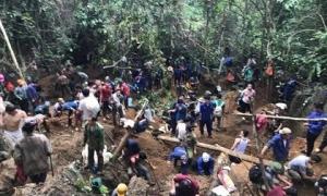 Nghìn người đổ xô lên núi 'tìm đá quý giá trị 5 tỉ đồng' ở Yên Bái