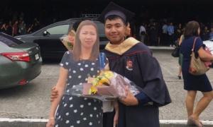Người mẹ đã khuất đột nhiên xuất hiện trong lễ tốt nghiệp của con trai theo cách không ngờ