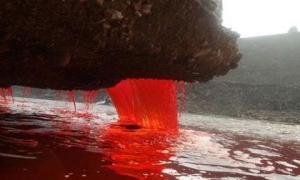 Bí ẩn Thác Máu kỳ lạ ở thung lũng 2 triệu năm không mưa
