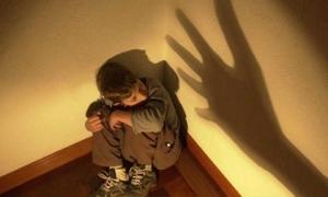 Phạt trẻ bằng cách nhốt vào phòng kín, hiệu quả ngay nhưng tác động xấu sẽ kéo lâu dài