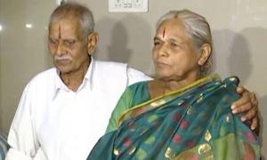 Bà lão 73 tuổi sinh đôi con đầu lòng khiến cả thế giới kinh ngạc
