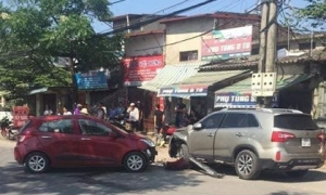 Hiện trường vụ tai nạn khiến phố Hà Nội xôn xao chiều Chủ Nhật