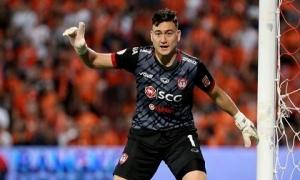 Văn Lâm cản phá penalty giúp Muangthong thắng ngược siêu kịch tính