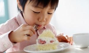 4 sai lầm của mẹ càng chăm con càng chậm lớn, thấp còi so với con hàng xóm