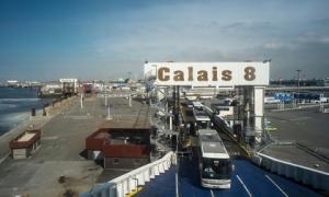 Giải cứu 8 người nhập cư trong thùng xe đông lạnh đang trên đường đến Anh