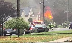 Kinh hoàng máy bay Cessna 414 rơi vào nhà dân gây cháy lớn ở Mỹ