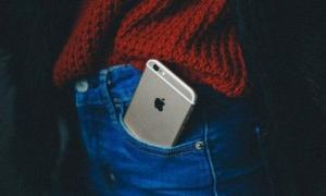 4 vị trí không nên đặt điện thoại nhưng nhiều người vẫn làm sai, gây nguy cơ vô sinh