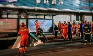 Hố tử thần nuốt chửng xe buýt, gây nổ làm chết 6 người ở TQ