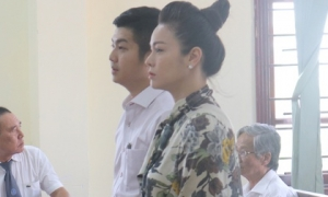 Chồng cũ Nhật Kim Anh yêu cầu đổi thẩm phán lần 2, tòa lại hoãn xử