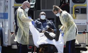 Bác sĩ tại tâm dịch New York: Đau lòng nhất hầu hết bệnh nhân khi mất đều ra đi một mình