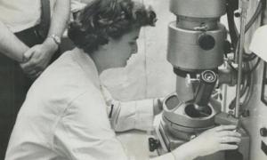 Người đầu tiên phát hiện virus corona