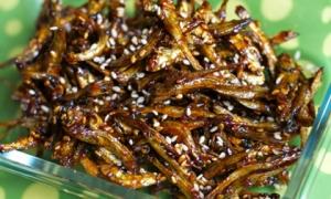 Cách làm cá cơm rim tỏi ớt ngon ngất ngây, 'đánh bay' cả nồi cơm