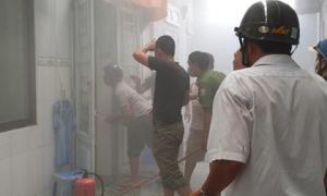 Nam thanh niên nghi ngáo đá bật bếp gas mini đốt giấy tờ, cả xóm trọ bỏ chạy tán loạn