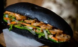 Công thức chuẩn làm bánh mỳ 'bóng đêm' - món ăn đang 'làm mưa làm gió' trên mạng xã hội