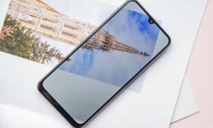Những smartphone giá rẻ có màn hình lớn, pin khỏe