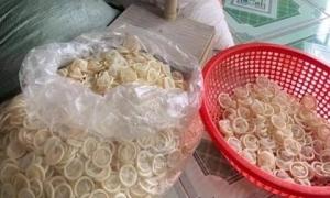Tái chế hơn 300 ngàn bao cao su đã qua sử dụng đem bán