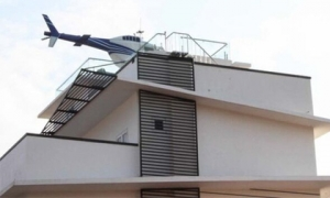 Trùm cá độ bóng đá nghìn tỷ trưng máy bay trực thăng mô hình trên nóc nhà ở Hải Dương