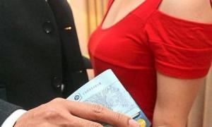 Chia tay, đại gia 40 tuổi kiện tình trẻ đòi lại 222 tỷ đồng
