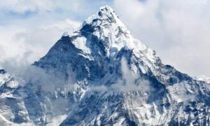 Đỉnh Everest có độ cao mới: Kỷ lục 'nóc nhà thế giới' bị xô đổ?