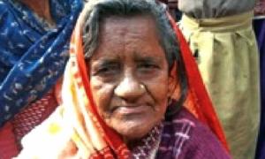 Cụ bà bị rắn cắn chết, gia đình thả xác trôi sông nào ngờ 40 năm sau cụ lại mò tìm về khiến các con bàng hoàng