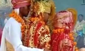 Tuyên bố không thể phản bội ai, chàng trai cưới cả hai bạn gái làm vợ