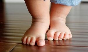 3 dấu hiệu cho biết bé có chiều cao vượt trội, 2 dấu hiệu mẹ nên cẩn trọng bé dễ dị tật ở chân