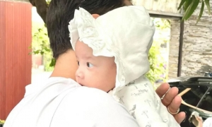 Kim Lý lần đầu khoe ảnh cận mặt con gái Lisa, dân mạng trầm trồ 'phiên bản Hà Hồ thứ hai đây rồi'