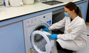 Phát hiện mới: Virus SARS-CoV-2 vẫn 'sống tốt' trên vải, quần áo đến 3 ngày