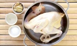 Sai lầm khi luộc thịt gà khiến món ăn mất sạch dinh dưỡng, dễ rước vi khuẩn gây bệnh