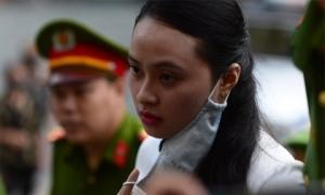 Hoãn xử hotgirl Ngọc Miu vì 1 nữ bị cáo đang trong vùng dịch