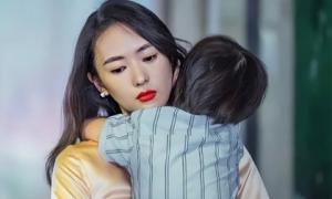 Trên đời có 2 kiểu phụ nữ dù cuộc sống khó khăn đến mấy họ cũng không dễ dàng rơi nước mắt