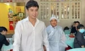 Hồ Quang Hiếu bị chỉ trích gay gắt vì cười tươi khi đến viếng đám ma bố Hiếu Hiền