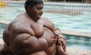 Cuộc đời bi kịch của cậu bé 12 tuổi nặng 200kg do bị ép ăn để 'mũm mĩm dễ thương'