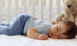 3 tư thế ngủ ảnh hưởng đến sự phát triển chiều cao của trẻ, mẹ không muốn con lùn thì chú ý sửa ngay