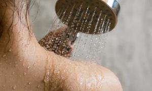 Thấy những dấu hiệu này dù bẩn đến mấy cũng đừng đi tắm kẻo dễ đột quỵ, nhất là điều thứ 2