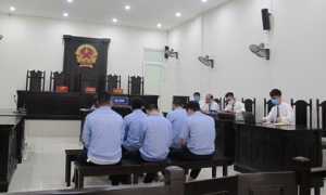 """4 thanh tra giao thông nhận tiền từ nhóm bảo kê """"xe vua"""" ở Hà Nội như thế nào?"""