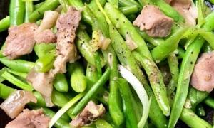 Bí quyết của đầu bếp: Thịt lợn xào muốn mềm, ngon, thơm như nhà hàng thì khi ướp cứ cho thêm thứ này