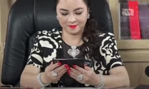 Đúng chuẩn doanh nhân thành đạt, những chiếc điện thoại của bà Nguyễn Phương Hằng cũng vô cùng đặc biệt