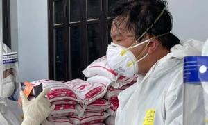 BS trong tâm dịch Bắc Giang: 'Quân của anh 'gục' hết rồi!... Mọi người vẫn đang làm việc, cố cho xong'