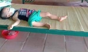 Giữa trưa Bắc Giang nắng nóng, giấc ngủ của em bé 3 tuổi đi cách ly tập trung khiến nhiều người xót xa
