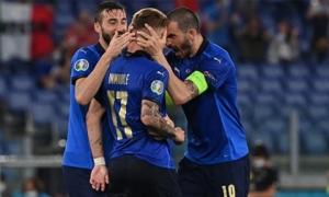 Italia hùng dũng khẳng định tham vọng vô địch; Gareth Bale hóa 'siêu nhân' gồng gánh Xứ Wales
