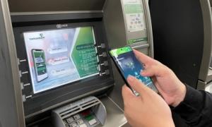 Hàng loạt ngân hàng miễn phí, giảm phí chuyển tiền online, rút tiền ATM, mức cụ thể ra sao?