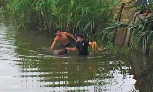 Hoảng hồn phát hiện xác chết trôi trên sông Cổ Cò