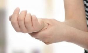 Thường xuyên tê mỏi tay, hãy cảnh giác vì có thể là dấu hiệu sớm của 5 căn bệnh